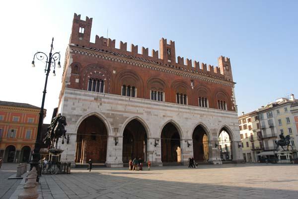 Lust auf Italien, Reisen, Emilia-Rogmagna, Piacenza, Rathaus