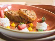 Karottenkuchen mit Zitronevanillepudding, Büffel Ricotta Mousse, Erdbeeren