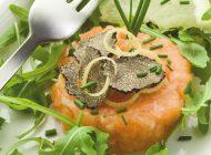 Tartare di salmone con tartufo nero